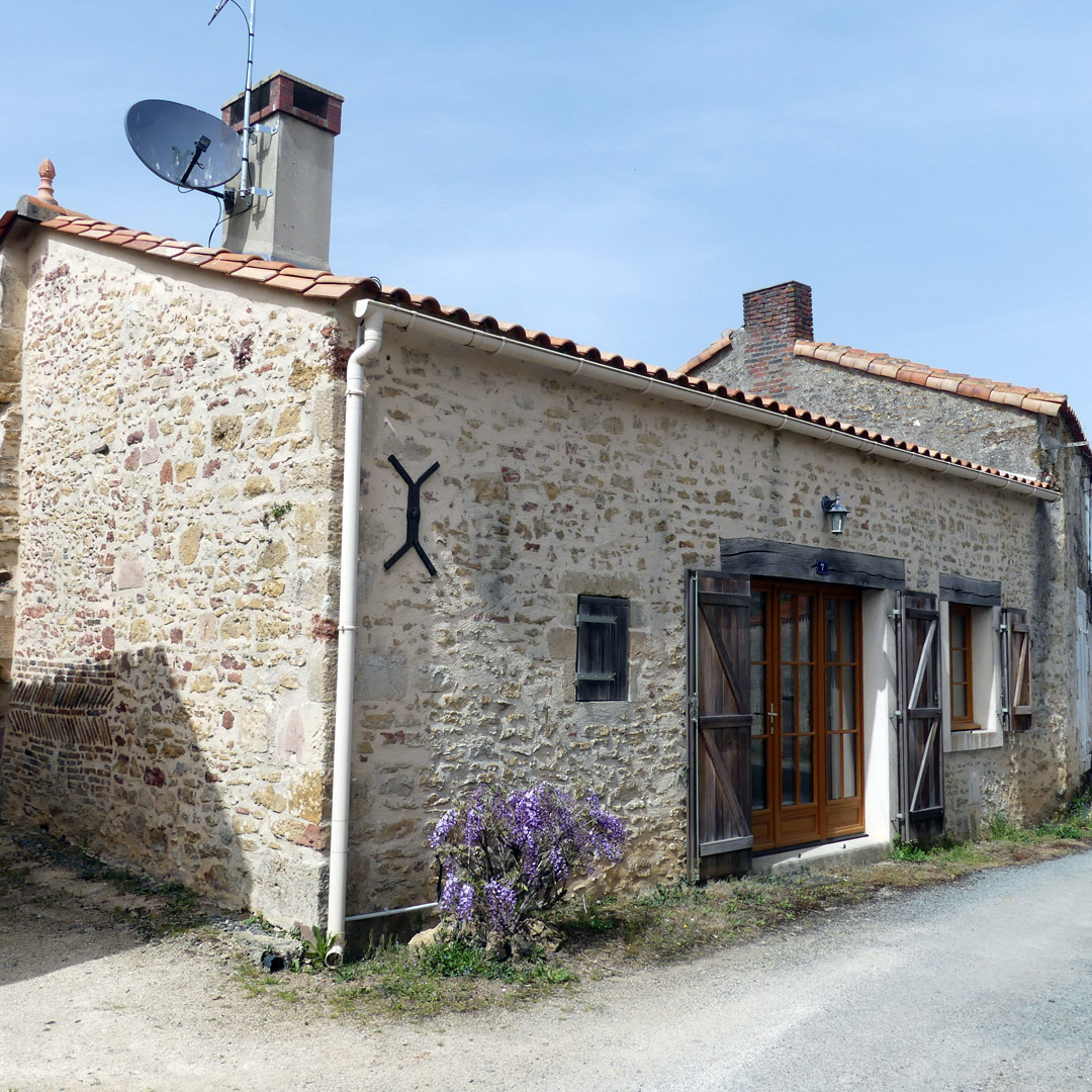 Wisteria Cottage in Sigournais Vendee